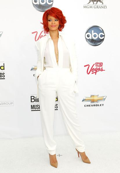 http://tellusfashion.files.wordpress.com/2011/06/rihanna-in-white-max-azria.jpg?w=590